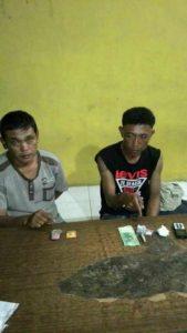 Foto: Juliater Sinaga dan Paulinus Purba saat menunjukkan sejumlah barang bukti Di Polres Simalungun.